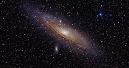 foto de la galaxia de andromeda echo por el telescopio hubble