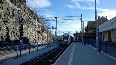Szynobus KD na peronie w Szklarskiej Porębie Górnej (22.12.2016)