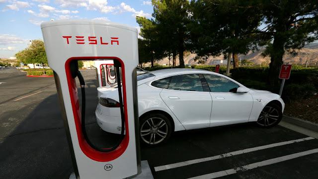 Un Tesla se incendia en una estación de carga de la compañía en Bélgica