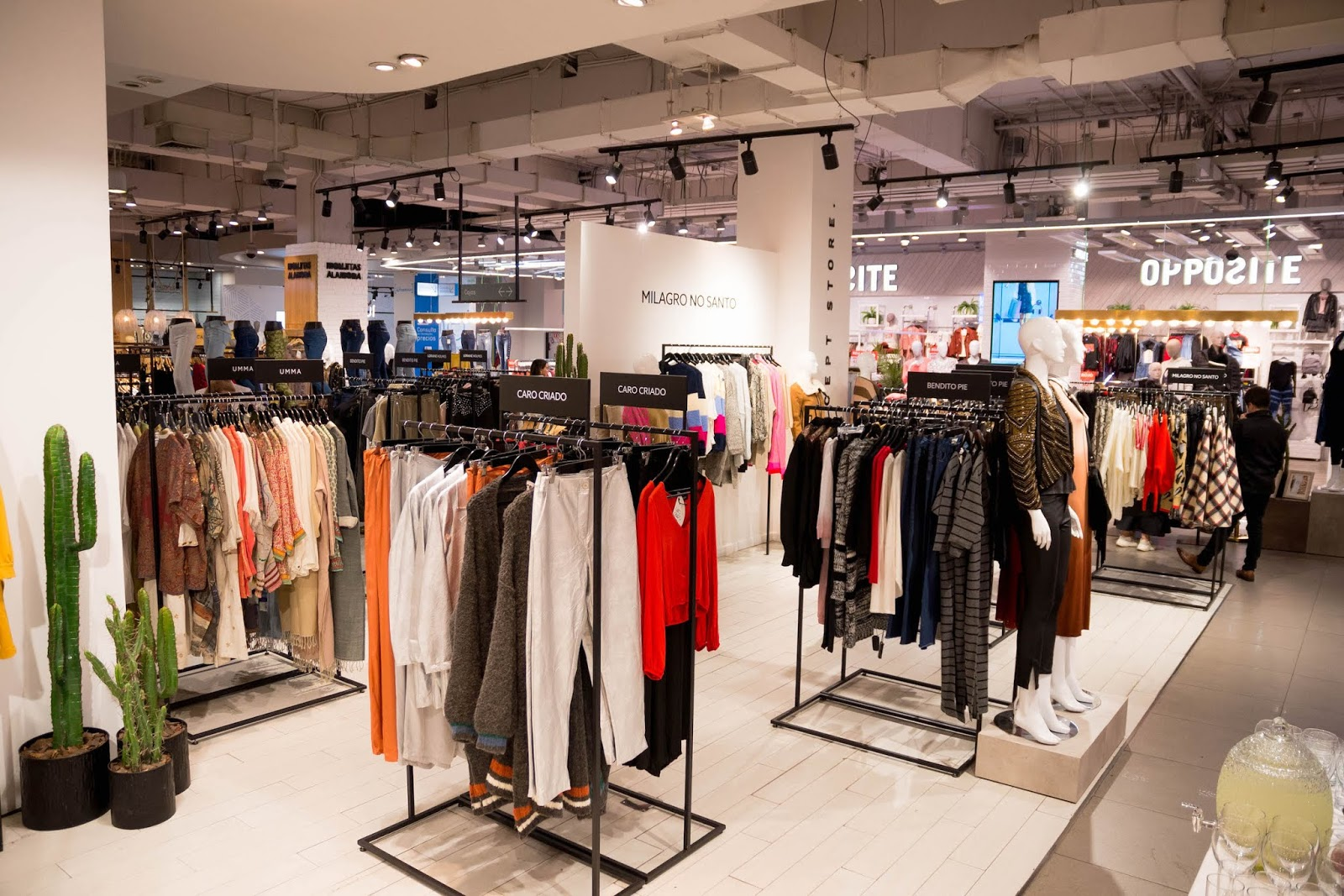 Panorámica de Concept Store moda chilena en Tiendas Paris Alto Las Condes