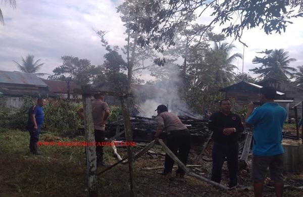 Rumah Semi Permanen Hangus Terbakar