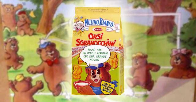 Gli Orsi Sgranocchini della Mulino Bianco: confezione di biscotti con sullo sfondo la tovaglietta