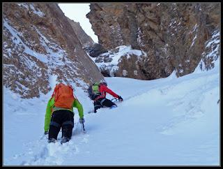 Hacia el  primer resalte en el corredor noroeste del Pico del Águila