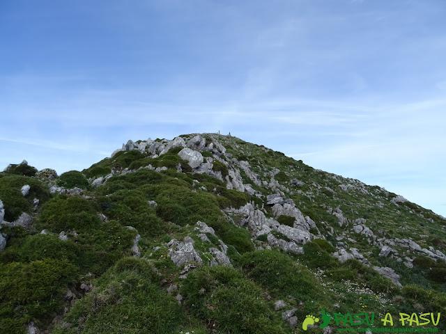 Ruta al Pierzu desde Priesca: Llegando a la cima
