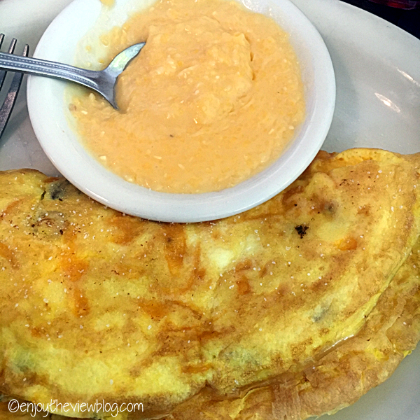 omelet and cheese grits