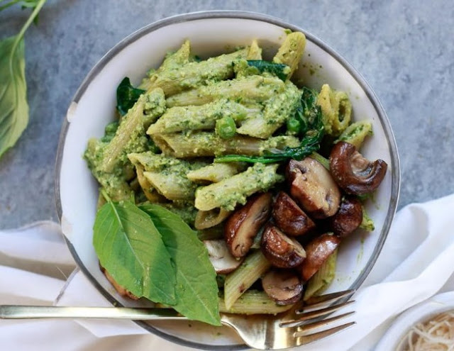 Simple Mushroom Penne with Walnut Pesto #dinner #pasta