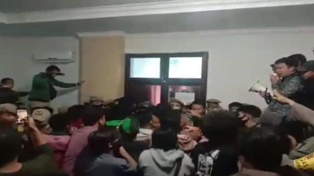 Geruduk Kantor Bupati, Mahasiswa di Sultra Tolak Kedatangan 500 TKA China
