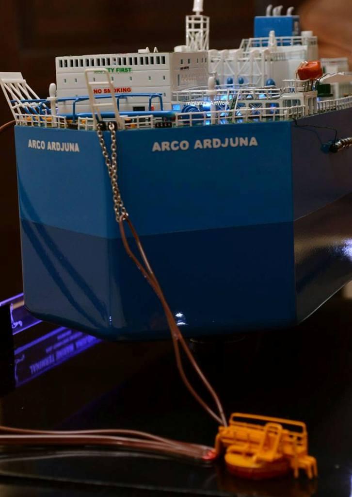 souvenir maket miniatur kapal tanker fso arco ardjuna milik pertamina phe onwj