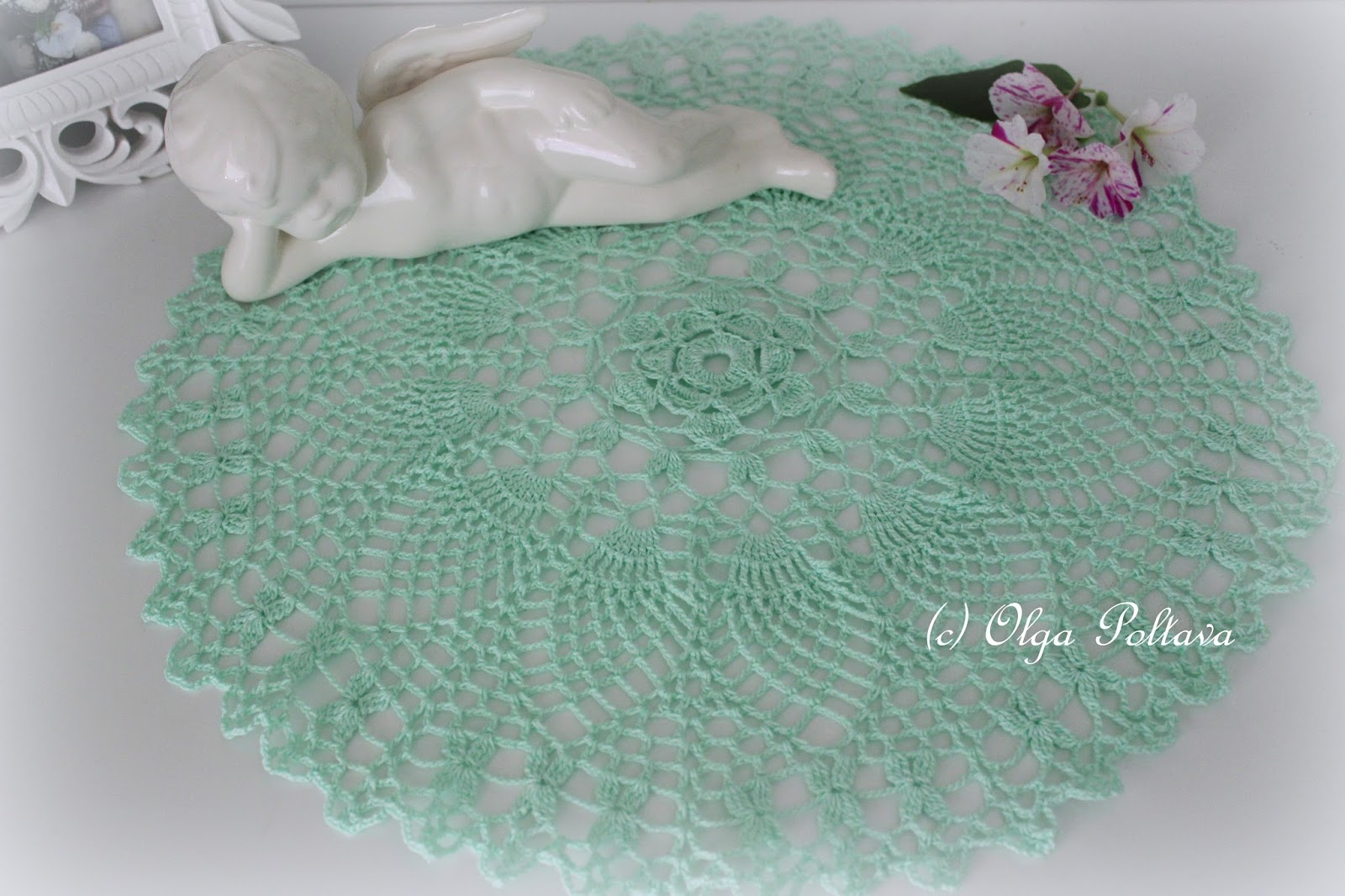 Lacy Crochet: Mint Pineapples Doily, Free Vintage Doily Pattern