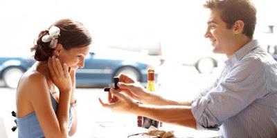 6 Hal Penting Saat Melamar Kekasih di Restoran