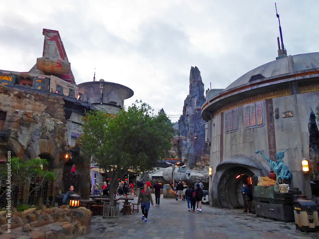 STAR WARS: Galaxy's Edge The Black Spire Outpost Marketplace Walt Disney World