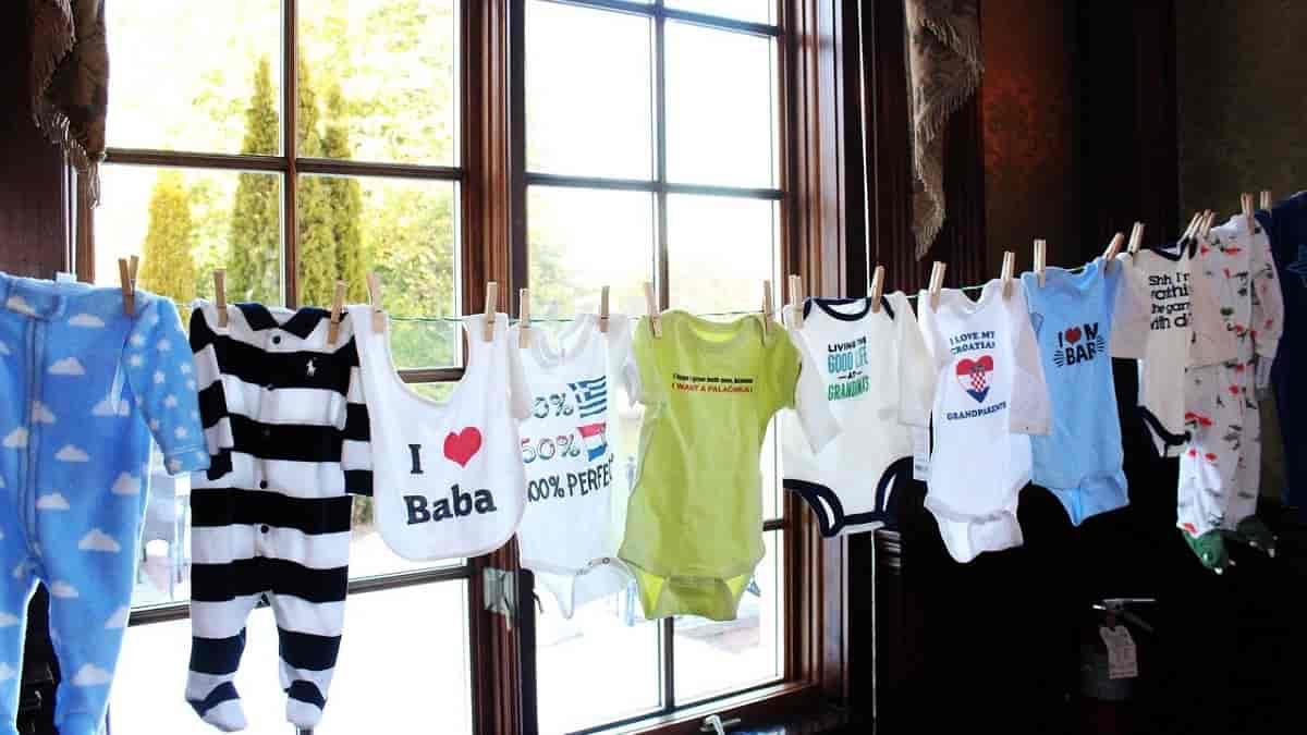 Tipos de roupa para os primeiros meses do bebê
