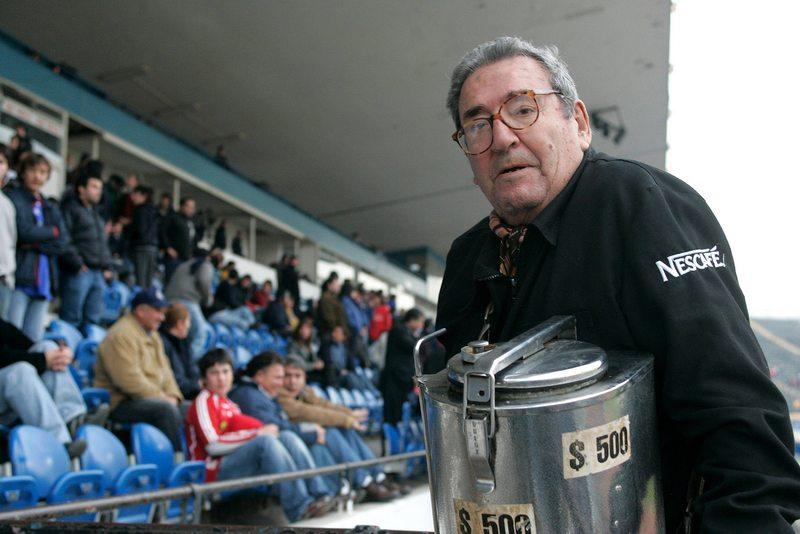 Historia del hombre que vendió café en el estadio durante 70 años