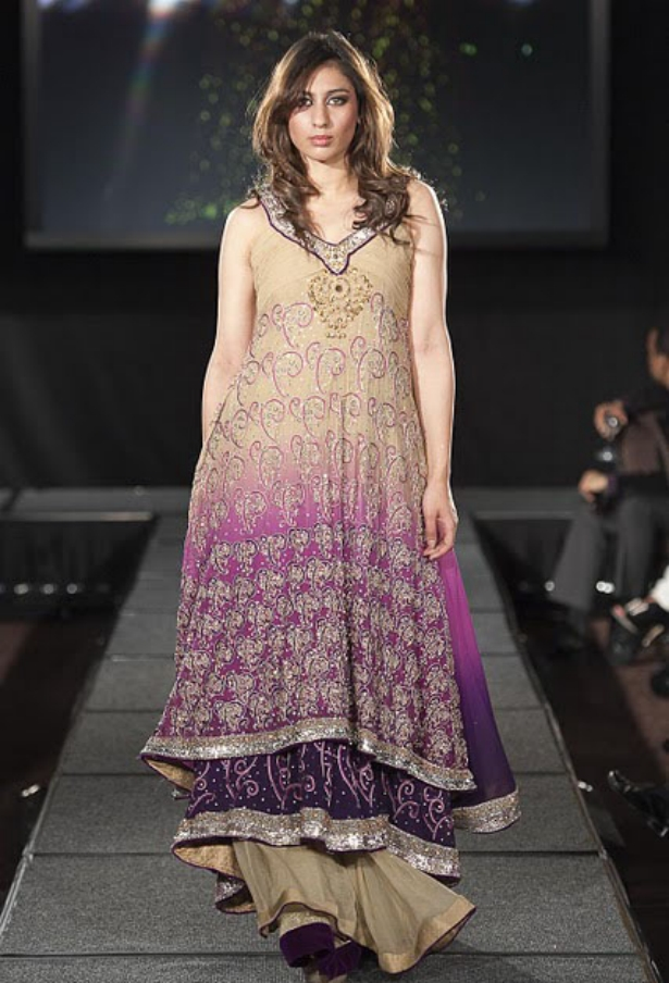 https://1.bp.blogspot.com/-SSkRST8hnAs/TuNh_7PgbhI/AAAAAAAAF4A/ZgSbtxoXXHQ/s1600/Arab+Models+Wear+Beautiful+Dresses+11.jpg