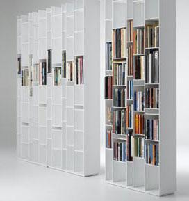 boekenkast met ongelijke vakken