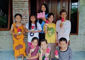 Latih Kreatifitas Anak, Mahasiswa KKN UIN Walisongo Memanfaatkan Botol Plastik Bekas