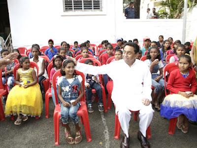 CM Kamal Nath Meet Children Tell Them To Study Madhya Pradesh News