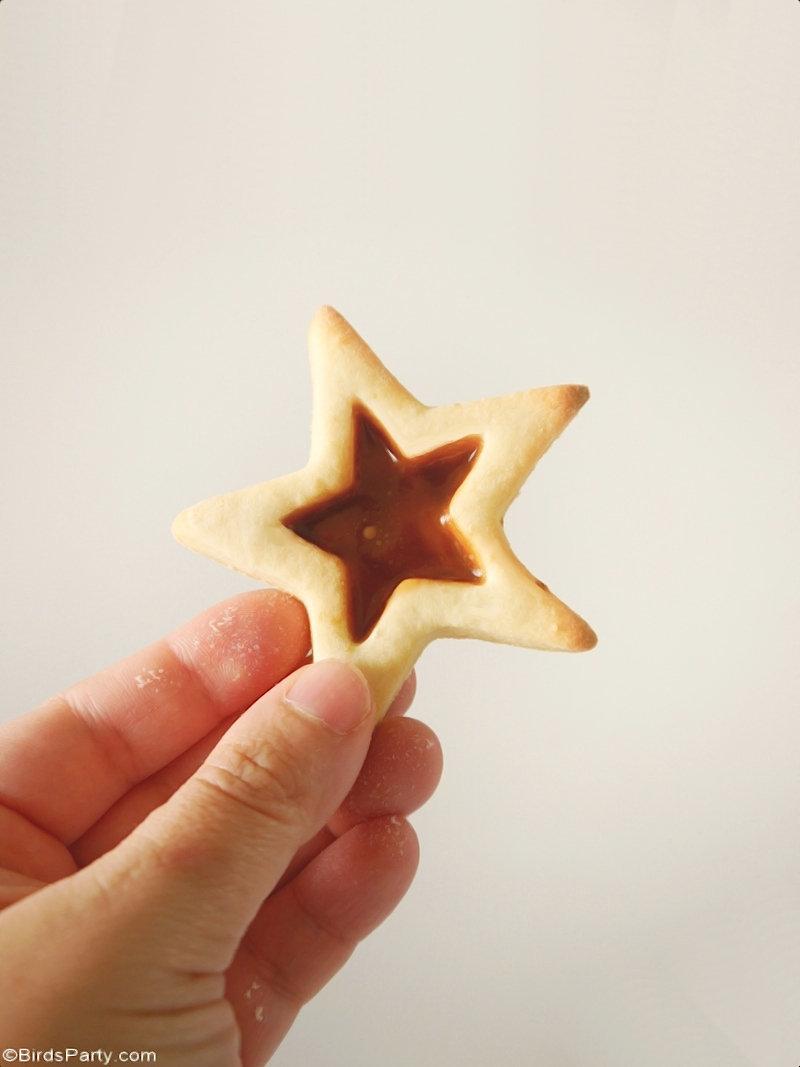 Recette de biscuits étoiles de Noël au caramel - de jolis biscuits faciles à préparer avec toute la famille ce Noël! Fait aussi un excellent cadeau!