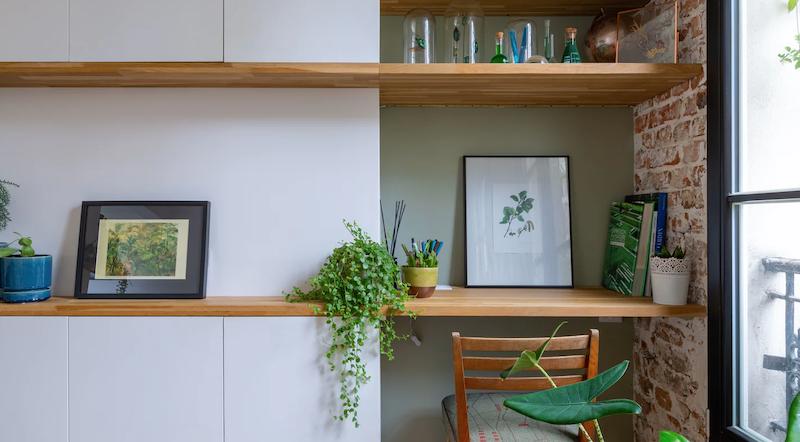 Salón con mueble de madera a medida