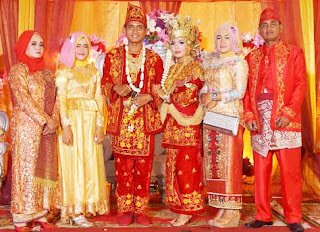 Gambar Pakaian Adat pengantin Jambi