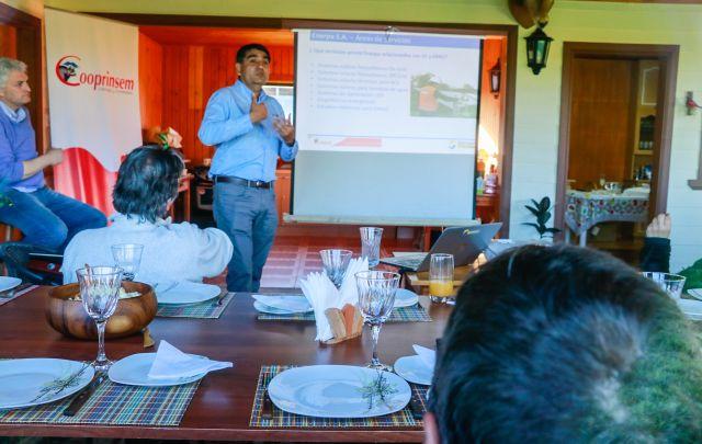 Socoepa y Cooprinsem presentaron proyectos a productores lecheros