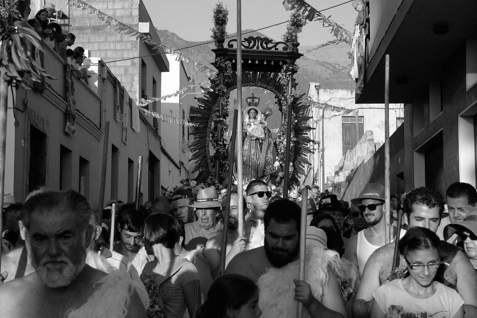 Romeria, Guimar - Socorro; La Virgen del Socorro bajando with the guanches