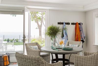 Nice cottage dining room style idea