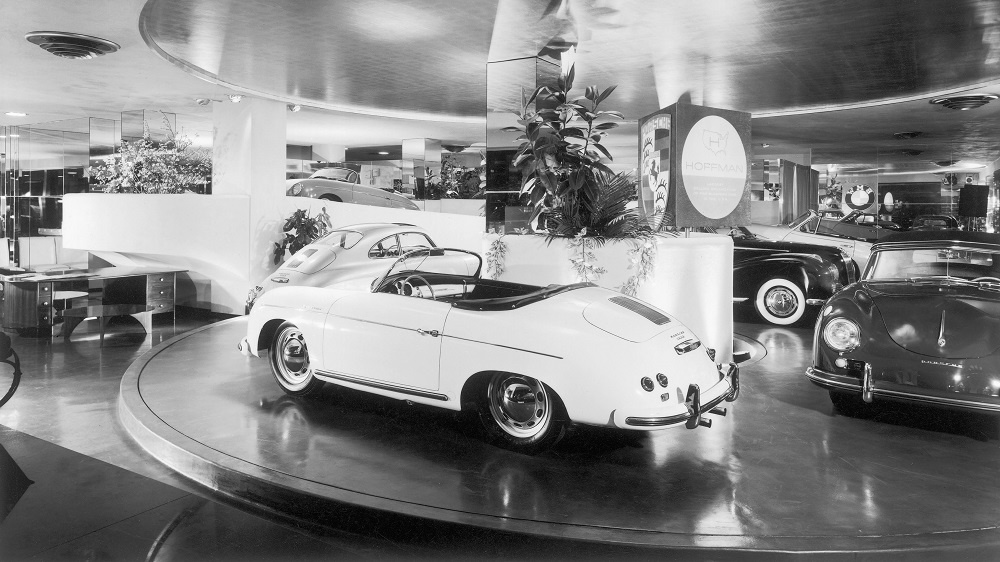 The showroom at Hoffman Motor Car Company on Park Avenue in New York City