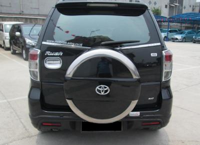 Eksterior Belakang Toyota Rush Edisi Kedua