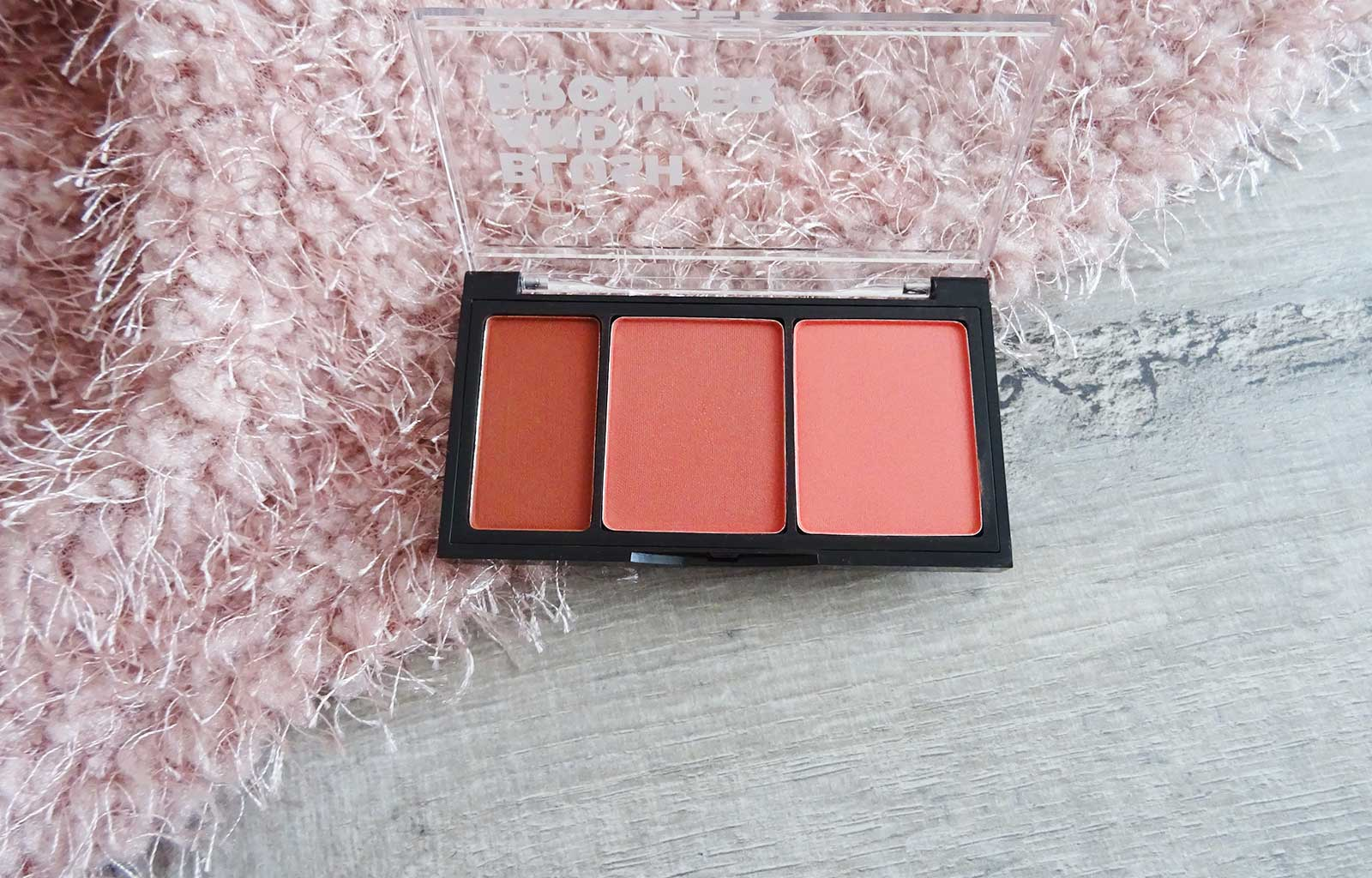 palette You are Blush and Bronzer, de You Are Cosmetics