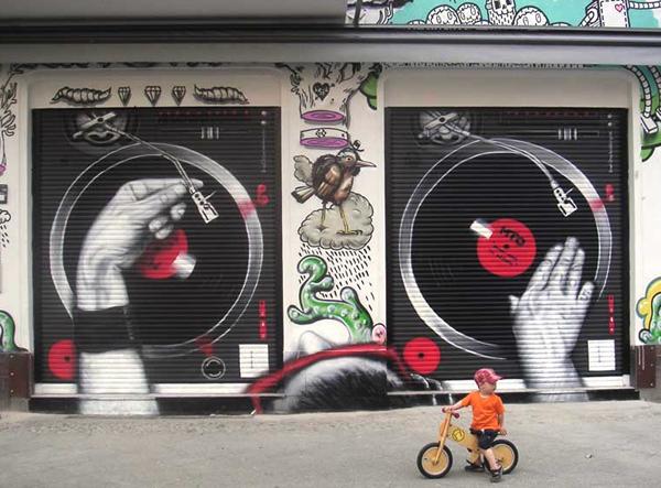 Grafiti atau Lukisan Dinding musik dj