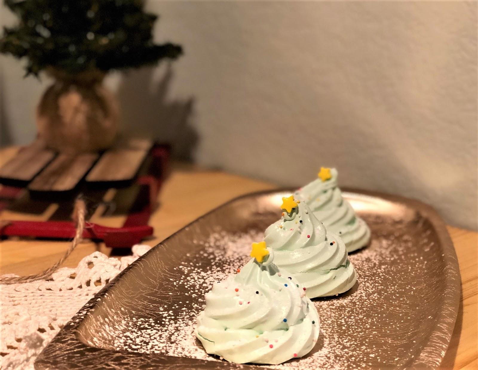 Delicious 2-in-1 Christmas Tree Meringues Recipe