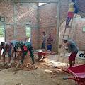 Persiapan Untuk Sholat Tarawih, Sertu Dasiman Goro Cor Lantai Masjid