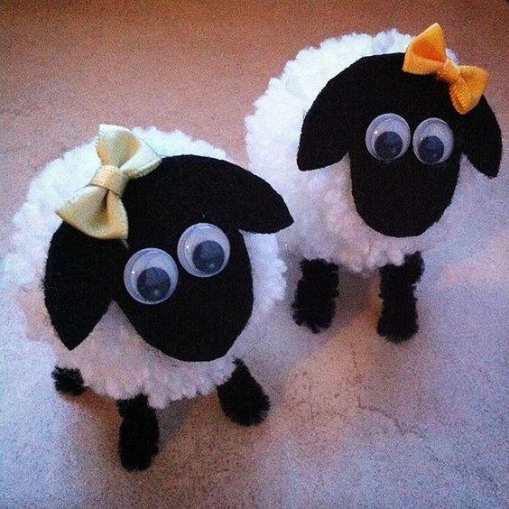 decorazioni natalizie a forma di morbide pecorelle