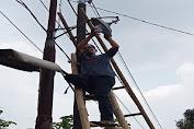 Peduli Lingkungan Desa Pangkat, Ahmad Judin bersama Warga Pasang 25 Lampu Penerangan Jalan Umum (PJU)