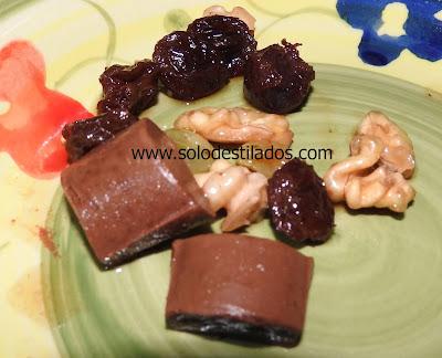 chocolate nueces y pasas de uva macerados en ron y licor de cafe