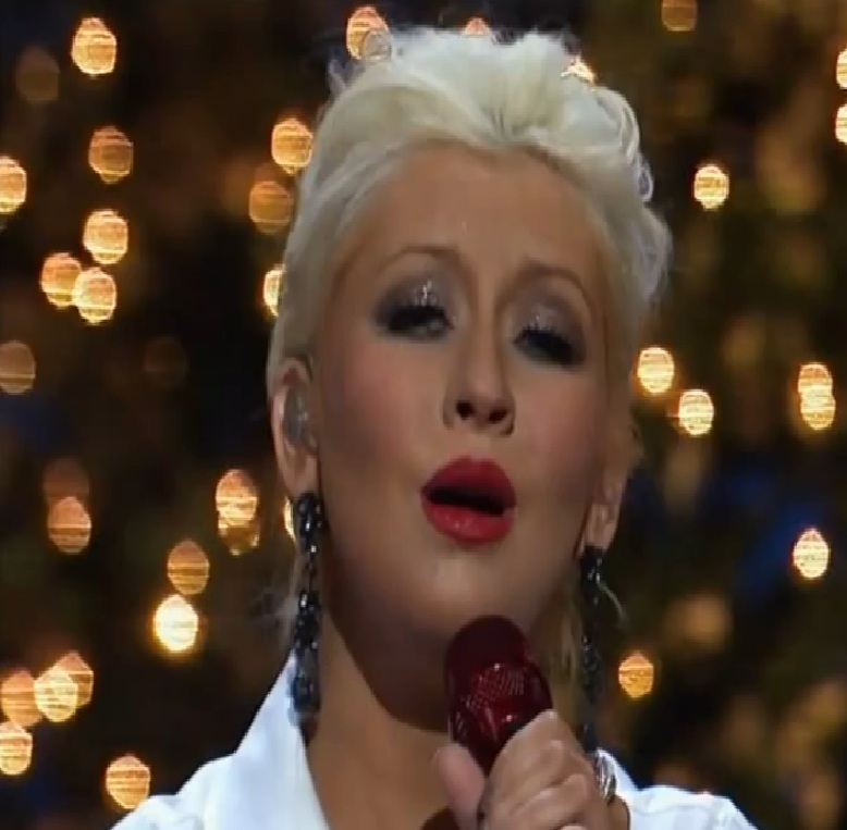 Merry Little Christmas 2011.Diva Devotee Christina Aguilera Performs Have Yourself A