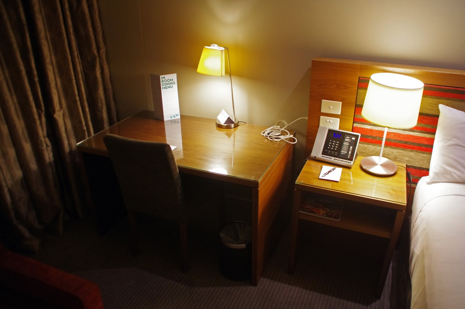 Melbourne Parkview Hotel Desk