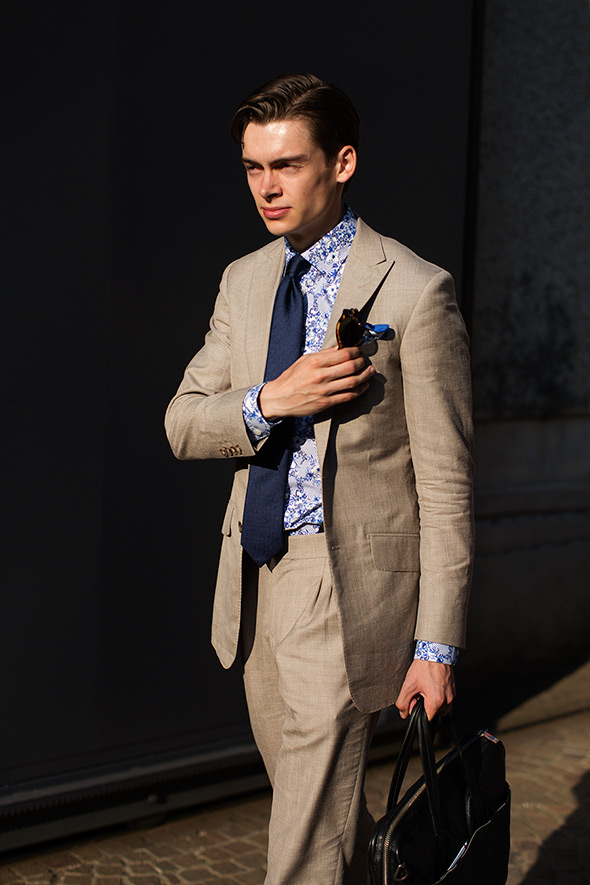 Print Shirt With A Suit and Tie
