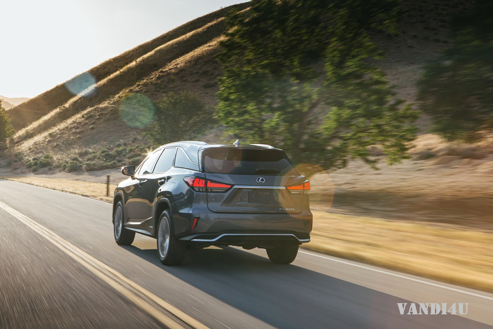 Lexus RX 450hL launched in India: Top 5 things to know | VANDI4U