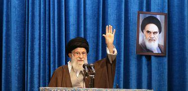 Aiatolá Khamenei apela à unidade no Irã após desastre aéreo
