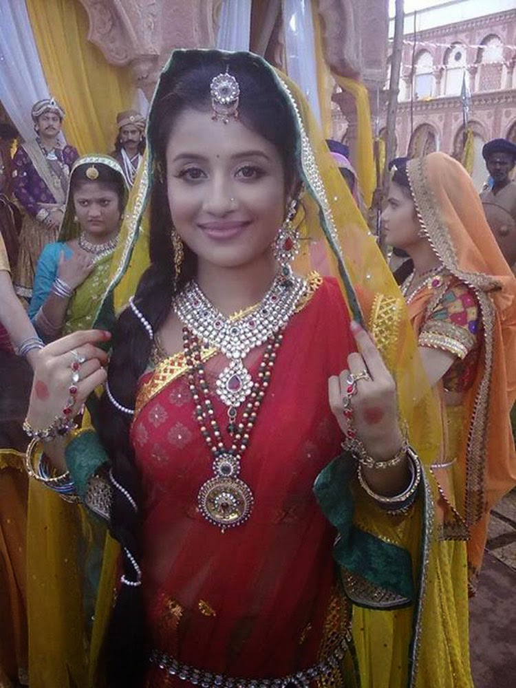 Paridhi Sharma Hot Navel 2016 | Holidays OO