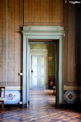 Le sale con le belle porte del Castello di Govone