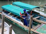 Polairud Imbau Nelayan Pasang Bendera Merah Putih Saat Melaut