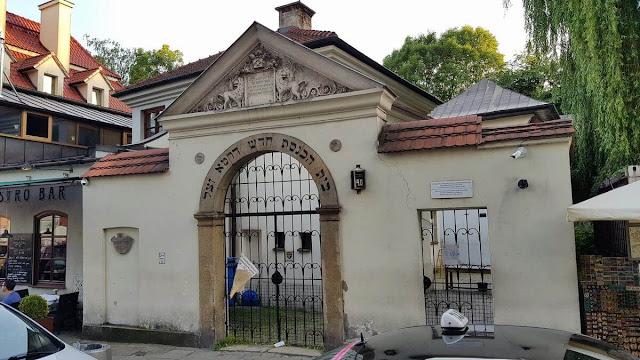 entrada de La sinagoga y el cementerio Remuh