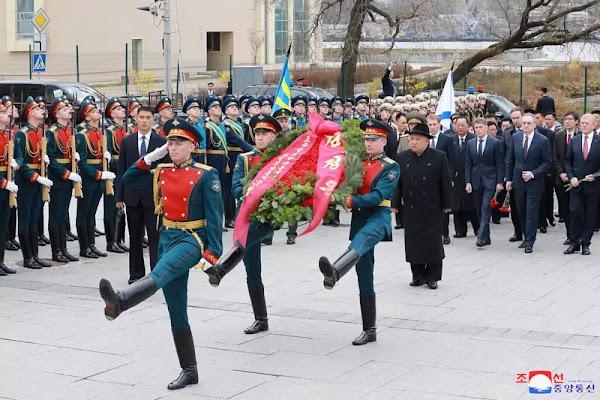 Kim Jong Un Lays Wreath at Monument to Military Glory, Khavarovsk, April 26, 2019
