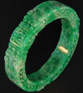 vòng cẩm thạch chạm khắc