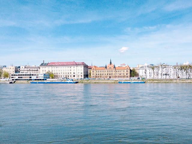 Slnečný deň pri Dunaji.