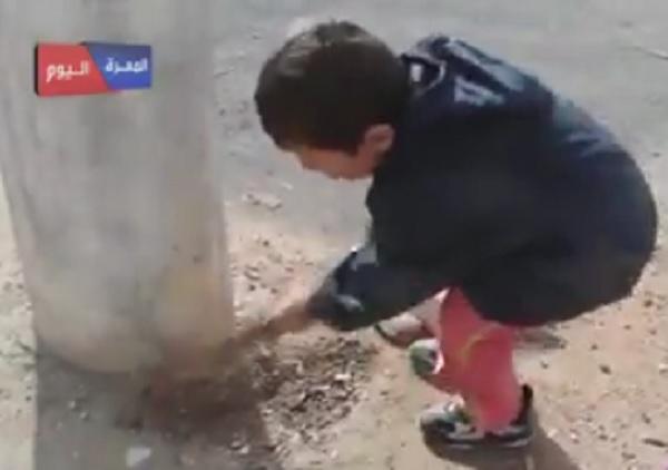 Mengharukan! Bocah Ini Gali Kubur Sendirian Untuk Bashar Assad Yang Telah Menembaki Warga Suriah