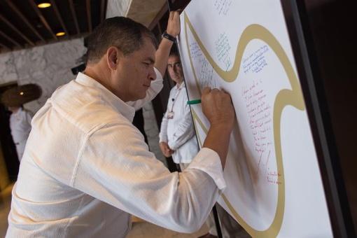 Correa pide crear un fondo regional de solidaridad con Haití